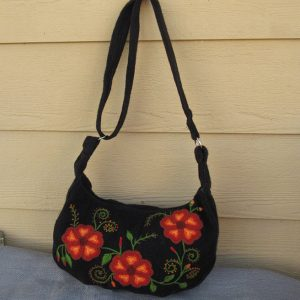 Peruvian shoulder bag made by Yony Rodriguez