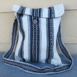 Andes tote travel bag, Peru, handmade. Peruvian tote bag made by Rojas family